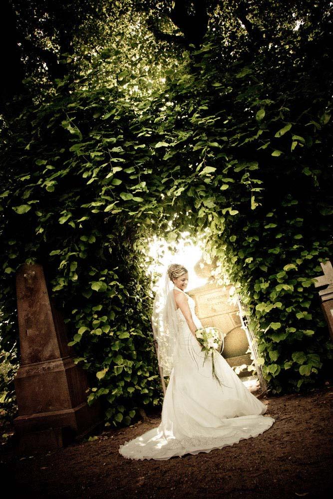 Professionel bryllupsfotograf fra Vejle. Billig fotograf der fanger de små øjeblikke. Bryllupsbilleder der får jer til at huske jeres store dag.